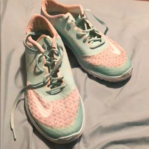 Nike mint and white tennis shoes